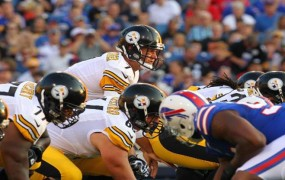 Pittsburgh-Steelers-Ben-Roethlisberger-under-center-vs-Bills