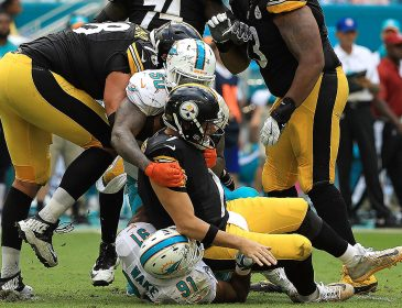Ben Roethlisberger Wears a Protective Boot After Miami Win