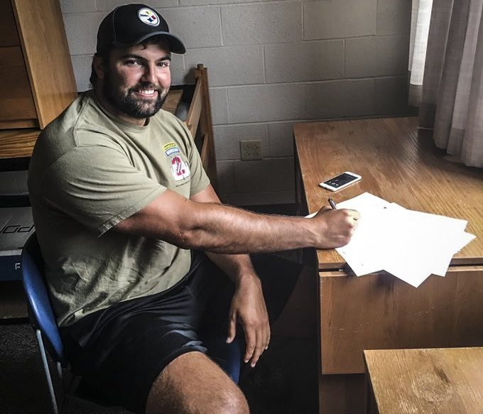 Alejandro Villanueva Agrees to Contract Extension